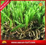 Hierba artificial del césped de la falsificación de la alfombra de la hierba sintetizada del césped