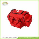 医学の仕事場の屋外の緊急時の救急箱
