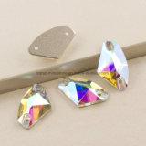 De veelkleurige Galactische Bergkristallen van het Kristal van het Glas naaien op het Vlakke AchterBergkristal van de Steen voor (sW-Galactische) Kleren