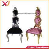Alto sofà di legno posteriore del trono della presidenza della regina e del re per la cerimonia nuziale