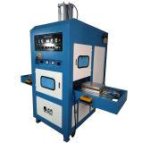 Faltender Kasten, der Maschine, Hochfrequenzschweißen und Ausschnitt-Maschine bildet