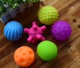 4-6PCS Textured el conjunto multi de la bola desarrolla la bola suave de los sentidos del bebé del juguete del bebé del tacto de mano de la bola de los juguetes del bebé del entrenamiento del masaje táctil de la bola
