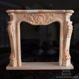Mensola del camino di marmo del camino intagliata mano, marmo beige locale di terracotta