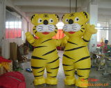 Twee Mooie Gele Opblaasbare Tijgers voor het Bekijken