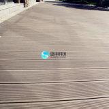 Paquet d'étage imperméable à l'eau respectueux de l'environnement de coextrusion de WPC pour l'usage extérieur
