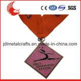 Libérer le modèle de la médaille matérielle en laiton de marathon de grand dos de qualité