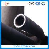 Провод высокого давления стальной закрутил в спираль резиновый шланг