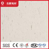 クリームがかった白のビニールのタイル張りの床2mm Nmv38