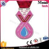Médaille de victoire surfante faite sur commande d'émail mol de forme de v à vendre