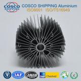 Profil en aluminium compétitif pour le radiateur avec l'oxydation anodique en noir et l'usinage
