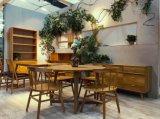 Mobilia antica della sala da pranzo semplice e facile