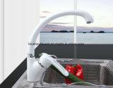 Taraud de mélangeur d'eau froide et chaude de type moderne de pistolage de robinet multicolore de cuisine