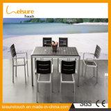 Удобный анодированный алюминий с пластичными деревянными трактиром/гостиницой/банкетом/таблицей обедать/конференции устанавливает напольную Wicker мебель