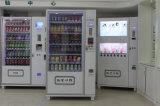 びんの飲み物が付いているポテトチップの自動販売機