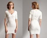 Das Ladys weiße Verband-Kleid mit einem kurzen Sleeved Kleid