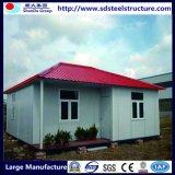 Modernes Behälter-Haus mit hölzerner Außenwand-Umhüllung