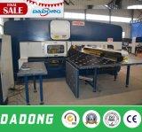 중국 최고 질 4mm 장 격판덮개 유압 CNC 펀칭기