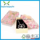Rectángulo de encargo elegante del collar de la joyería del papel del color de Balck con insignia