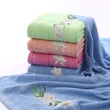 別のカラーの非常に普及した安い浴室タオル