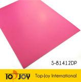 Precioso piso vinílico de color rosa oscuro