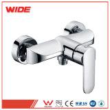 Traitement simple en gros dans le robinet de douche de mur avec le taraud de mélangeur de garnitures de salle de bains de douche de main