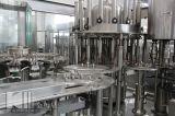びん詰めにされた天然水の生産ライン
