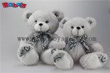 Мягкий милый белый плюшевый медвежонок усмешки цвета с славным шарфом
