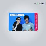 El tamaño de banco en blanco Blanco tarjetas ID.