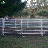 頑丈な鋼鉄畜舎の塀のパネル