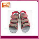 Sapatas da sandália da praia dos homens novos do verão