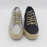 女性のためのゴム製足底が付いている標準的な様式のズック靴