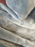排出されたポリエステルボアのプラシ天の毛皮