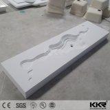 La parete di superficie bianca della stanza da bagno di Soild di disegno unico ha appeso i dispersori