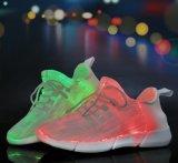 남녀 공통 LED 빛은 빛난 스포츠 평지 운동화 단화를 위로 끈으로 묶는다