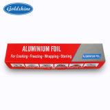 Rouleaux d'aluminium de ménage à l'emballage