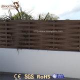 Kundenspezifischer gebogener im Freien hölzerner Privatleben-Zaun des Garten-WPC