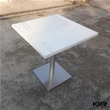 Белый круглый пластмассовый мраморным твердой поверхности столы со стульями