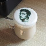 Кофе латте искусства печатной машины в наиболее удобном ступеньки кофе принтер
