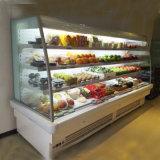 Refrigerador aberto da parte dianteira para o Showcase dos vegetais de frutas com cortinas da noite