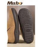 La zalea caliente del invierno calza los zapatos ocasionales para las mujeres