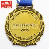 Or fait sur commande augmentant la médaille et le trophée en alliage de zinc antiques de médaillon du football de bâton