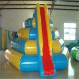 膨脹可能な浮遊プラットホーム上昇水スライド巨大で膨脹可能な水おもちゃ