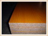 박판으로 만들어지는 4*8 6/9/12/15/18mm E0/E1 또는 가구를 위한 멜라민 파티클 보드
