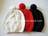 Form gestrickter Wolle-Hut/Schutzkappe mit Pompom