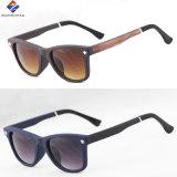 O plástico o mais novo e os óculos de sol novos superiores da boa qualidade