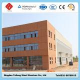 Edificio ligero prefabricado del taller de la estructura de acero con la pared del parapeto