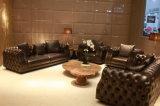 Conjunto de sofá de couro em sala de estar