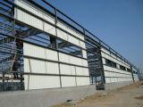 プレハブの鉄骨構造の倉庫の小屋
