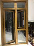 La madera y aluminio Casement ventana y la puerta con malla