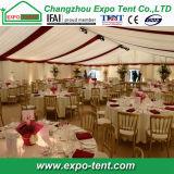Im Freienpartei-Zelt für Weihnachtsfestival